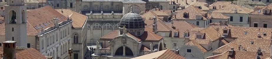 Vue de la vieille ville de Dubrovnik avec, au centre, la cathédrale de l'Assomption de la Vierge. Cliché Laszlo Szalai, 2007