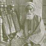 Le grand prêtre des Samaritains et la Torah à Naplouse dans les années 1920.