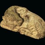 Petit taureau, ivoire et or, TA.09.A 1, du bothros H1 (secteur A 1S). Âge du Fer II. Cliché M. Necci, @ Mission de Tell Afis.