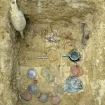 """Stanway. La """"tombe du médecin"""" totalement dégagée. © Colchester Archaeological Trust."""