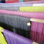 Atelier des Gobelins. Atelier de Teinture. Fils de laine déjà peints.