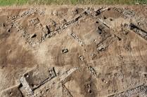 Vue aérienne du chantier de Saint-Vulbas. Bâtiment appartenant au quartier artisanal de l'agglomération antique. © Archeodunum.