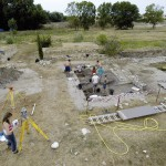 Fouille programmée le long du rempart de Lattara. Le chantier de Lattes constitue un formidable outil pour la formation des futurs archéologues professionnels. Cliché UFRAL.