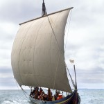 """Le """"Sea Stallion"""" au cours de son premier voyage d'essai vers la Norvège en 2006. Cliché W. Karrasch, Musée du bateau viking, Roskilde, Danemark."""