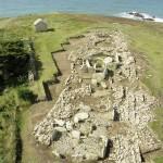 Photographie aérienne de la nécropole mégalithique de la pointe du Souc'h (Finistère). Cliché DR.