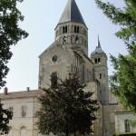 Clocher de l'eau bénite et clocher de l'horloge de l'abbaye de Cluny. Cliché TL, 2005.