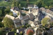 Vue générale du village médiéval de Romainmôtier, établi dans un repli de la vallée du Nozon. Cliché M. Gaudard