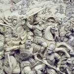 Bataille de Gaugamèles (331 av. J.-C.). Relief inspiré par une peinture de Charles Le Brun sur le même sujet. Ivoire du XVIIIe siècle. Muséeé archéologique national, Madrid. Cliché Luis Garcia, 2008.