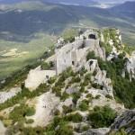 Le château de Peyrepertuse vu depuis la forteresse Saint-Georges. Cliché Paranaense81, 2008.