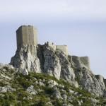Le château de Quéribus, dans les Pyrénées orientales. Cliché Wikimedia Commons, 2005.