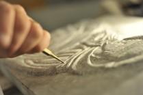 Un tailleur de pierre. © PhotoProEvent