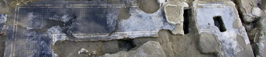 Le portique et les pièces se développant au nord et à l'est. © Hadès.
