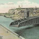 Vue panoramique du pont Colbert de Dieppe sur une carte postale avant 1938.