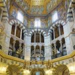 Vue intérieure de la chapelle palatine d'Aix-la-Chapelle (792-805). Photo Velvet, 2014. Wikimedia Commons.