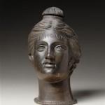 Tête féminine en bronze (Br 2949 © 2009 Musée du Louvre / Daniel Levée et Carine Deambrois.