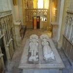 Chapelle Vieille Souvigny. Les gisants de Louis II de Bourbon et  de sa femme Anne Dauphine d'Auvergne. © Paul Saccard.