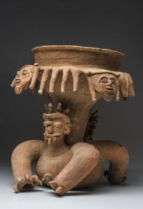 Grande coupe avec support de félin. Culture Bahía (500 av. J.-C.-500 apr. J.-C.). Céramique. © musée du quai Branly, photo de Christophe Hirtz.
