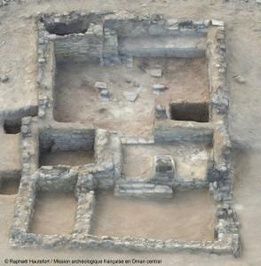 Modèle 3D du bâtiment principal de Mudhmar Est (la salle où les armes ont été retrouvées se situe à gauche au milieu du bâtiment). © Raphaël Hautefort/Mission archéologique française en Oman central.