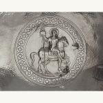 Plat représentant saint Julien, Mar-Elian, protecteur de la ville d'Emèse, actuelle Homs. Homs-Emèse (Syrie), VIIe siècle, Argent  martelé et gravé, D.32 cm.  Coll. George Antaki, Londres.  © G. Antaki / Axia Art.