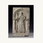 Stèle représentant Apa Shenoute, Sohag (Égypte), Ve siècle, calcaire. Coll. de sculptures et musée d'Art byzantin, Berlin. © A. Voigt.