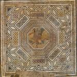 Mosaïque représentant l'enlèvement de la muse Thalie par le dieu Pan (IIe-IIIe siècle). Photo Flore Giraut © Archeodunum.