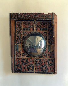 M iroir parabolique « des Conseils » Empire germanique  1500 Verre en bosse 85 x 65 cm Vevey, Musée historique © Musée historique de Vevey–Vevey – Suisse.