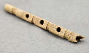 Flûte en os anglo-saxonne. © Photograph: Mola Headland Infrastructure. DR.