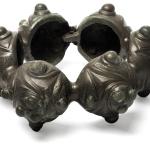 Anneau de cheville. Alliage cuivreux ; fonte à la cire perdue (diam. 13,5 cm). Altenerding (Bavière), IIIe siècle av. J.-C. © Arch. Staatssammlung. Photo S. Friedrich.