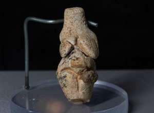 Venus de Rénancourt. Époque gravettienne. ca. 23 000 BP. Photo DR.