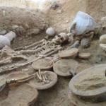 Aleria (Corse). Tombe étrusque d'une femme inhumée avec un matériel funéraire exceptionnel. Photo Inrap. DR.
