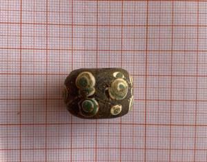 Les objets funéraires mis au jour dans les tombes comprennent de la poterie, des articles en bronze, des bijoux et des figurines en fer et en argent. © Institut provincial des vestiges culturels et archéologiques du Sichuan. DR.