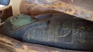 Sarcophage anthropoïde de Saqqara. © Ministère des Antiquités égyptiennes. DR.