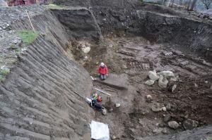 Le lieu de la découverte du squelette, sur le site du Chatelard à Bourg-Saint-Maurice - Clément Mani/CDP Savoie.