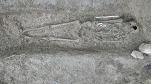 Le squelette datant de 350 avant J-C, découvert sur le site du Chatelard - Clément Mani/CDP Savoie.