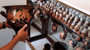 Les pièces archéologiques de la région des Pouilles retrouvées chez un collectionneur belge et restituées à l'Italie, 21 juin 2021 (HANDOUT / ITALIAN CARABINIERI ART SQUAD). DR.