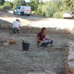 Travail en cours sur les vestiges de l'Orangerie. © Archeodunum.