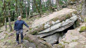 Michel Maillé a découvert un site préhistorique daté de 3800 à 2800 av. J.-C., composé de mégalithes et de tertres. Photo Midi Libre. DR.
